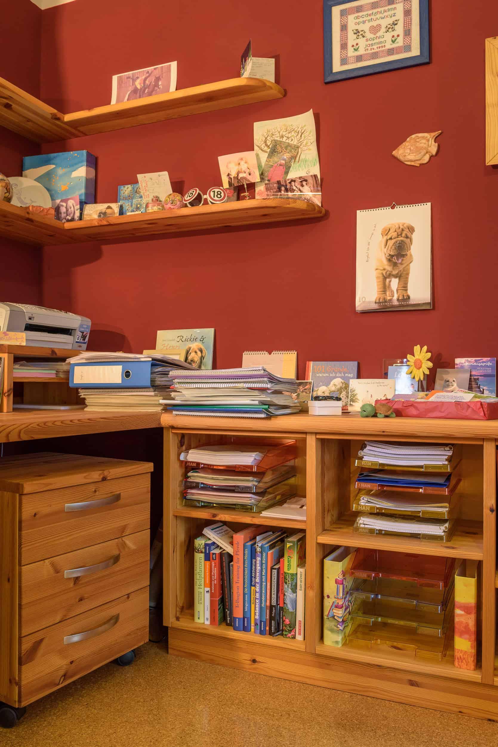 Arbeitszimmer mit großem Schreibtisch - Kinder- und Jugendzimmer