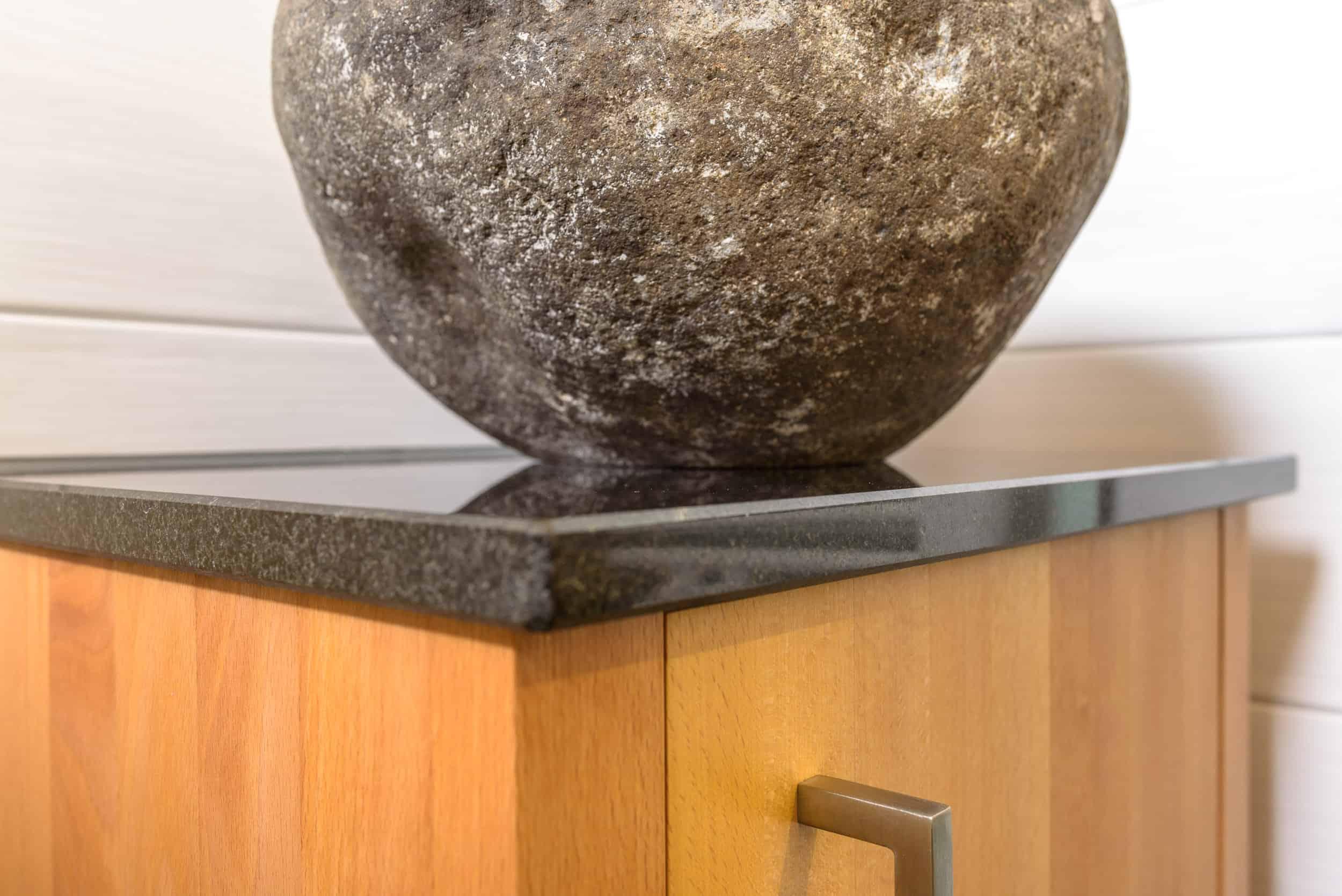 Unterschrank für Waschtisch aus Rotbuche mit Steinschale, Badmöbel