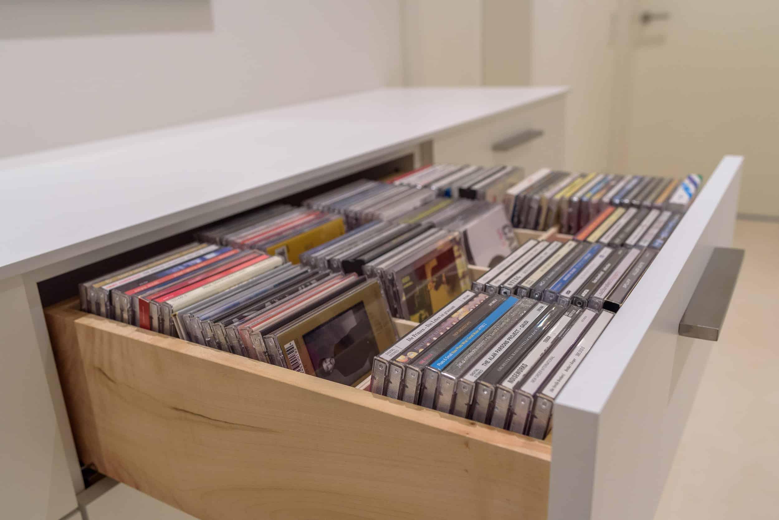 Schlichtes Sideboard mit CD und DVD Einschüben, Medien-Sideboard