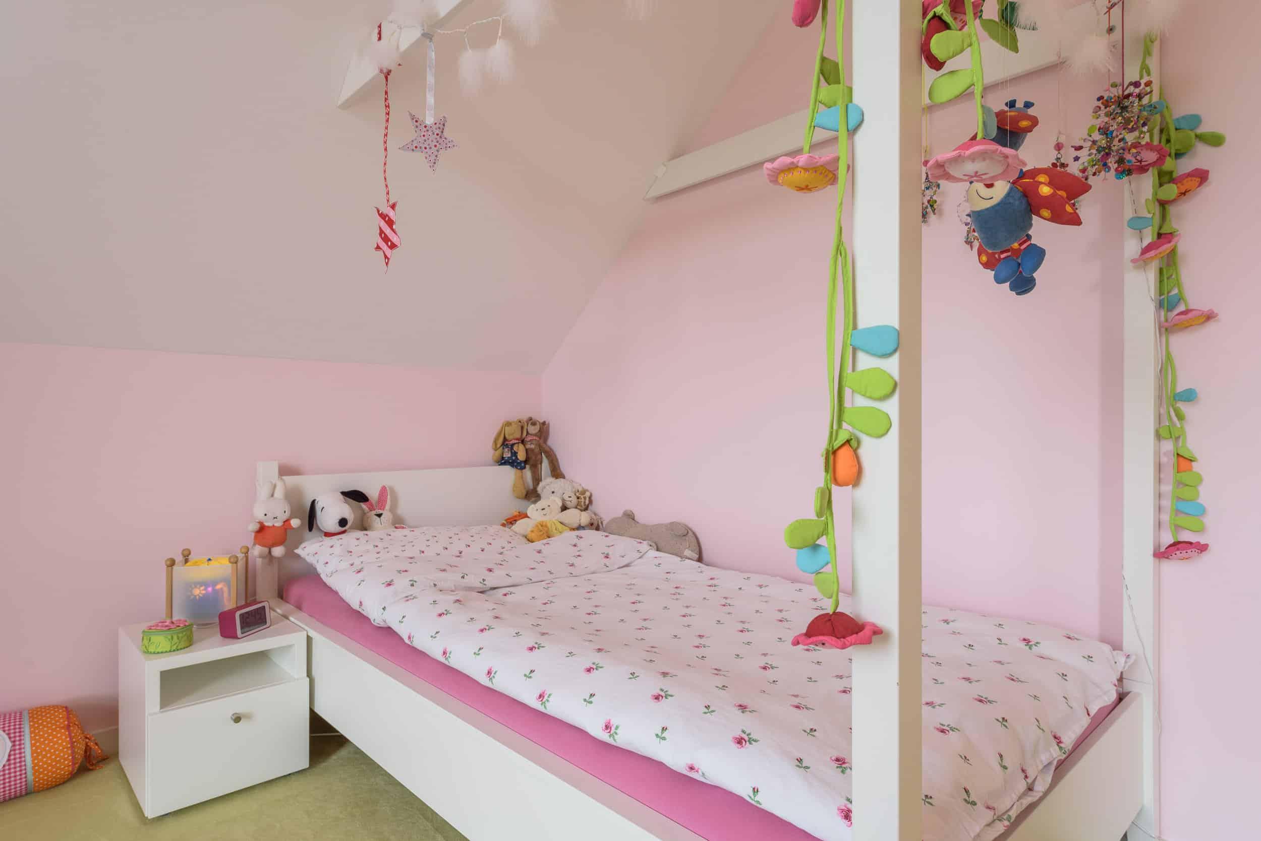 Himmelbett dachschräge kinder  Himmelbett für ein Kinderzimmer unter der Dachschräge – Tischlerei Palte